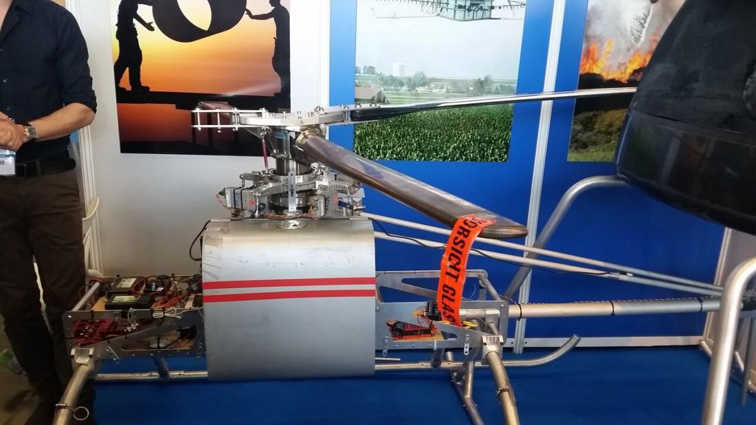 """Le e.Yo 200 premier des prototype de """"drone grue"""" mis au point par Jean-Claude Tourn et Philippe Barbier. ©Erwan Lecomte / Sciences et Avenir"""